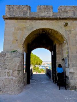 Castell de Bellver Eingangstor mit Palma-Blick
