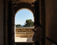 Castell de Bellver Türblick aufs Meer