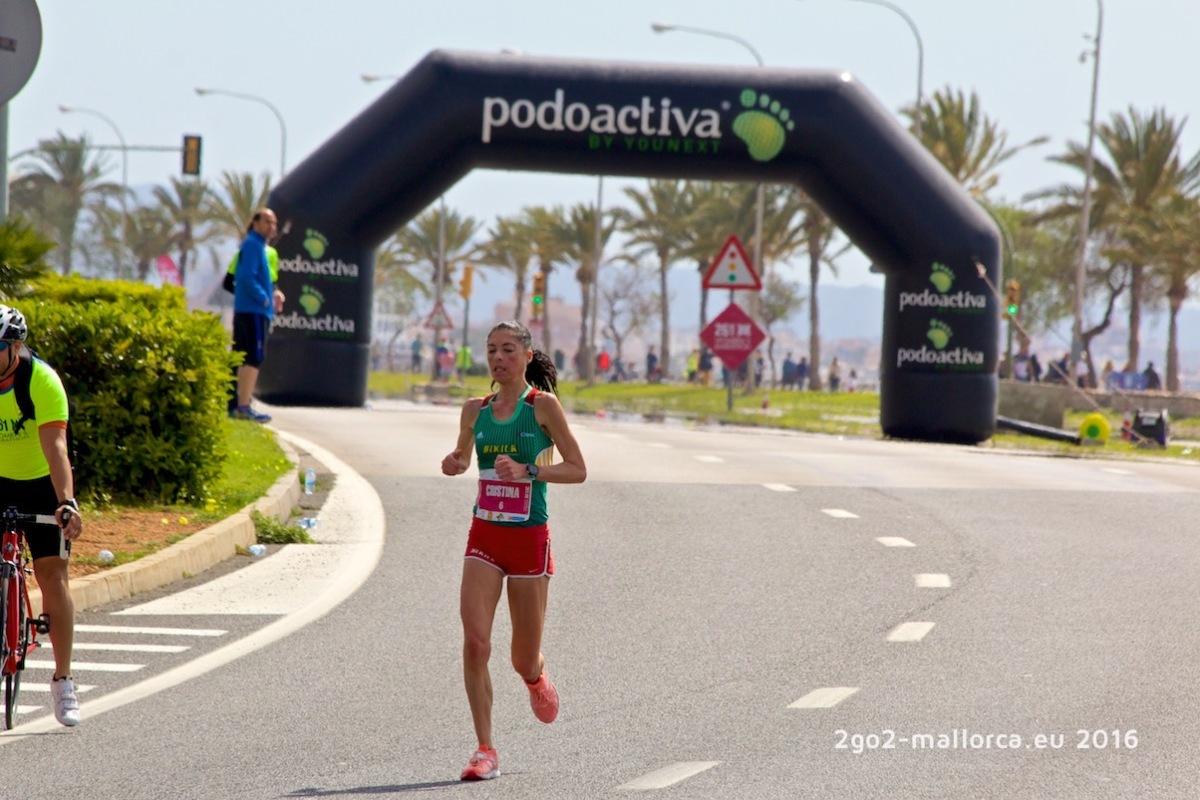 41,5 km hinter sich - die Siegerin kurz vor dem Ziel