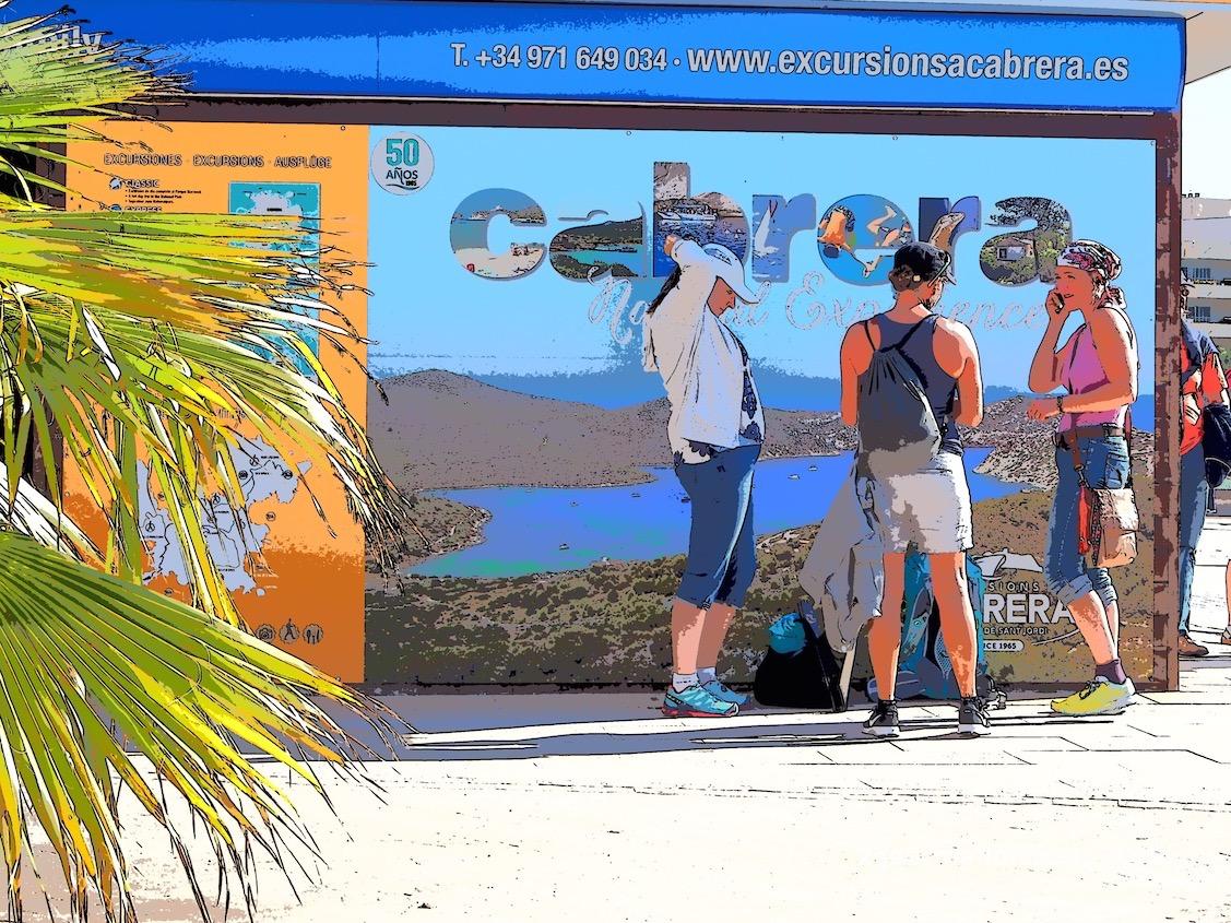 Doris, Heike und Caroline warten auf die Abfahrt nach Cabrera
