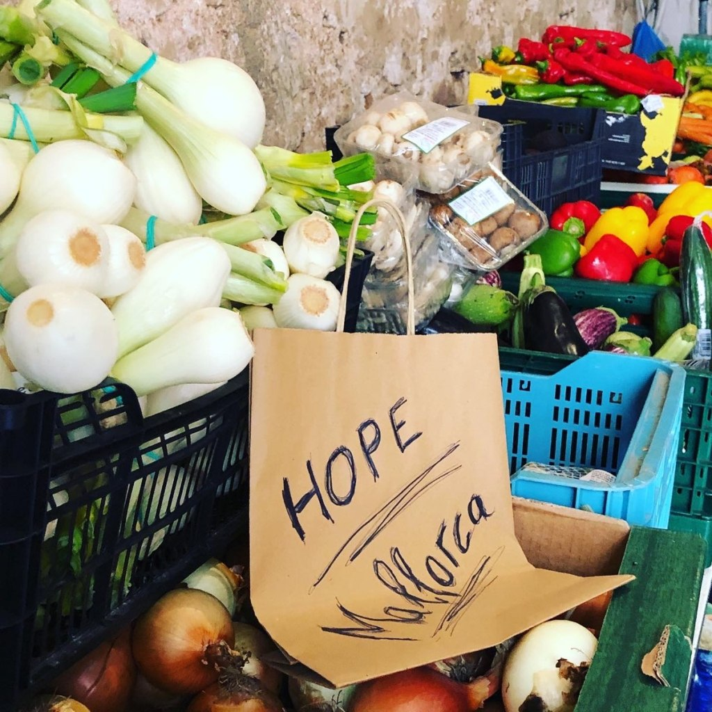 Lebensmittel in der Tafel von HOPE Mallorca in Santanyí